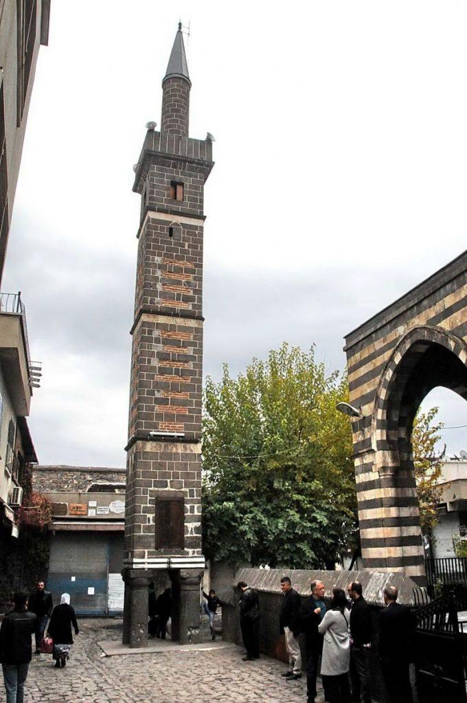 Dört Ayaklı Minare